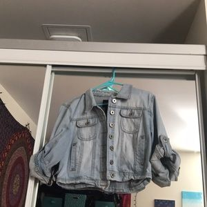Cropped 3/4 sleeve light wash denim jacket